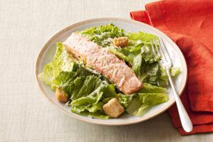 ensalada cesar con salmon